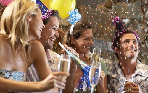 Как встретить Новый год с друзьями дома