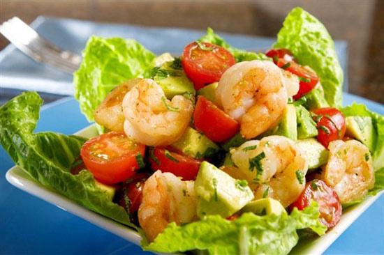 novogodnie-salaty-s-krevetkami-i-avokado