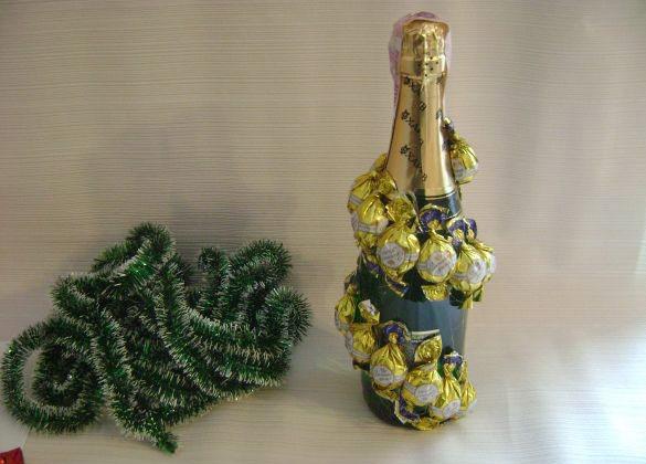 Елка из бутылки шампанского на новый год