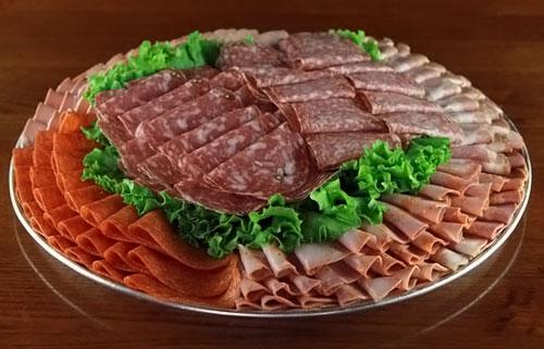 мясная нарезка на праздничный стол фото