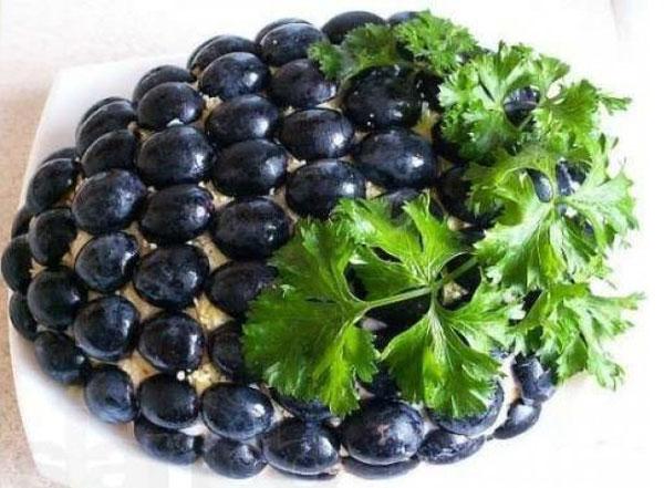 novogodnij-salat-grozd-vinograda-2