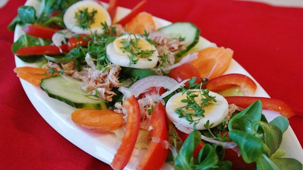 novogodnij-salat-bez-majoneza-recepty