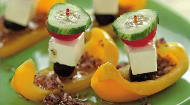 novogodnij-salat-grecheskij-10
