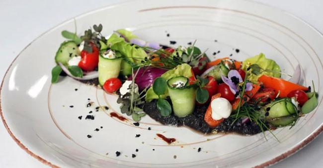novogodnij-salat-grecheskij-11