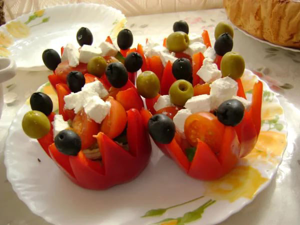 novogodnij-salat-grecheskij-7