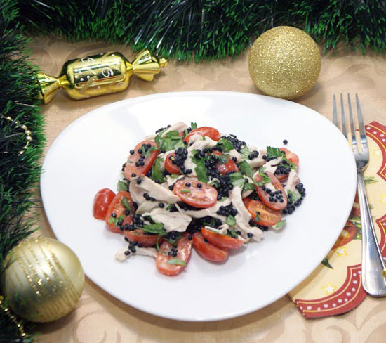 novogodnij-salat-iz-kuricy-i-iskusstvennoj-chernoj-ikry