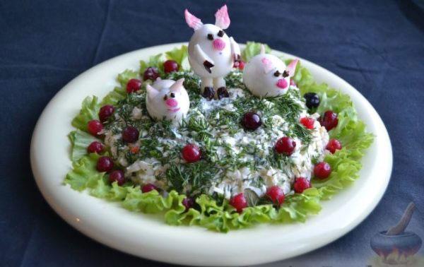 salat-svinya-na-novyj-god-2019-recepty-foto-salatov-v-vide-svini-3