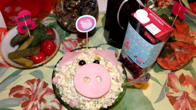 salat-svinya-na-novyj-god-2019-recepty-foto-salatov-v-vide-svini-6