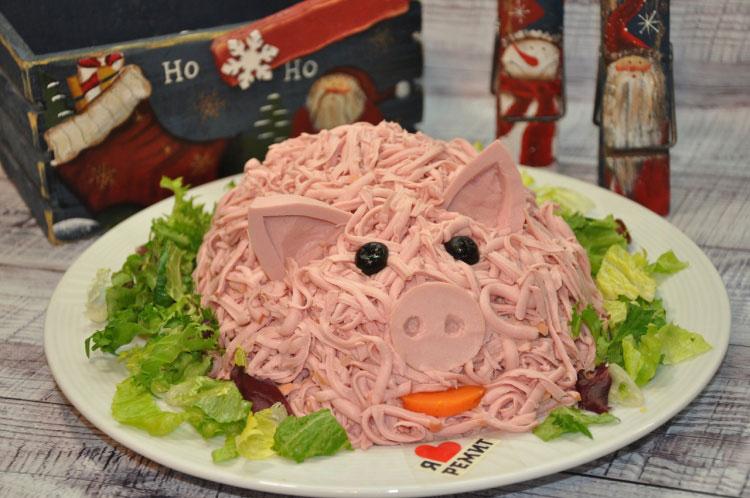 salat-svinya-na-novyj-god-2019-recepty-foto-salatov-v-vide-svini-9