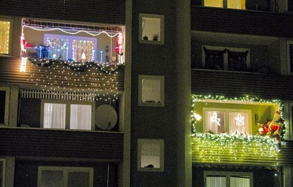 kak-ukrasit-balkon-k-novomu-godu-snaruzhi-1
