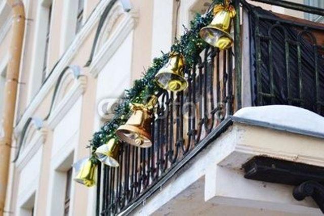 kak-ukrasit-balkon-k-novomu-godu-snaruzhi-11