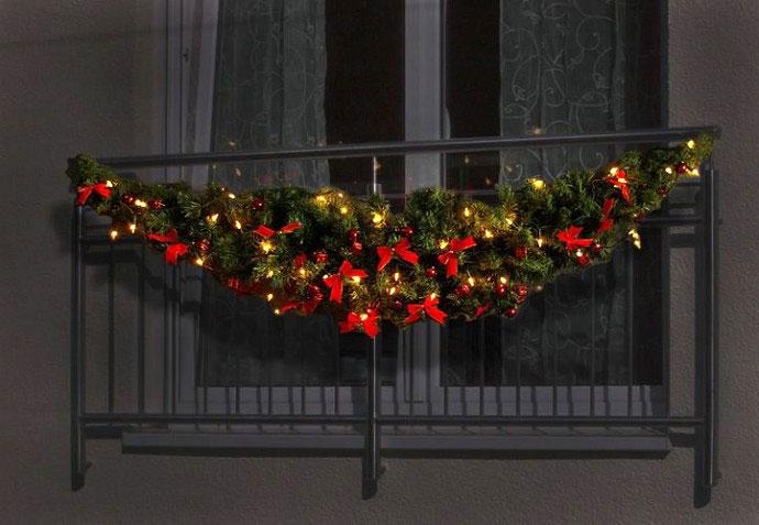 kak-ukrasit-balkon-k-novomu-godu-snaruzhi-17