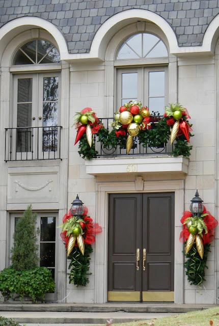 kak-ukrasit-balkon-k-novomu-godu-snaruzhi-3