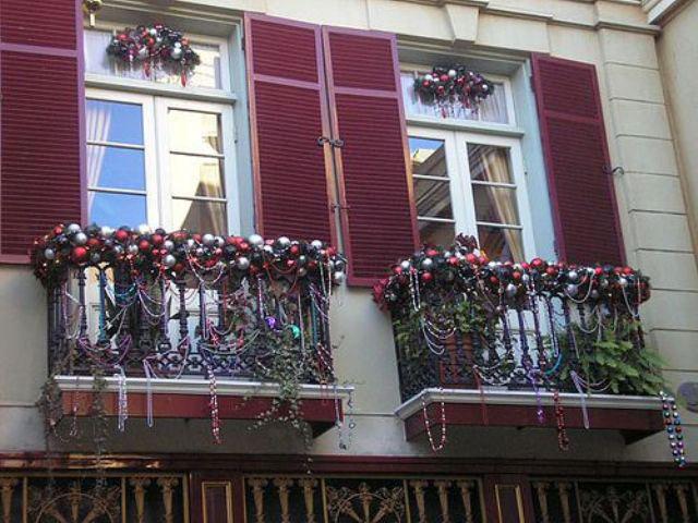 kak-ukrasit-balkon-k-novomu-godu-snaruzhi-9