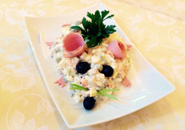 salaty-v-vide-myshi-na-novyj-god-2019-recepty-salatov-krysamysh-foto-i-ukrashenie-7